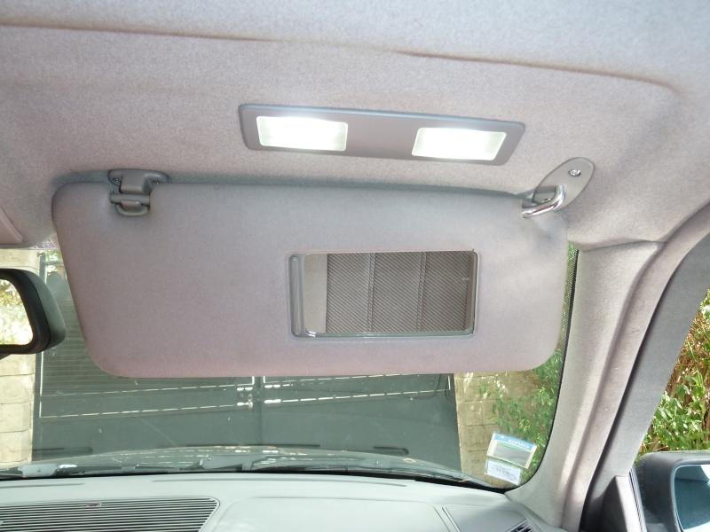 Percer mon ciel de toit pour installer les lumières de miroirs de courtoisie. P1030318