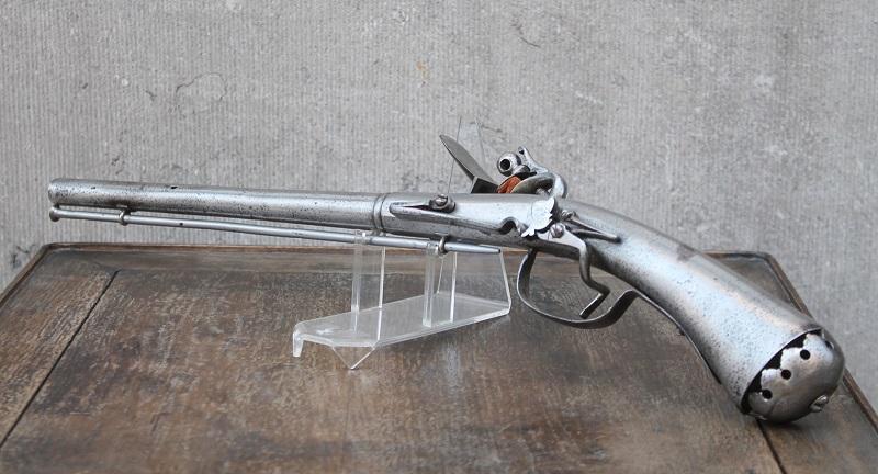 Rare pistolet à silex 17 ème siècle 17th-c10
