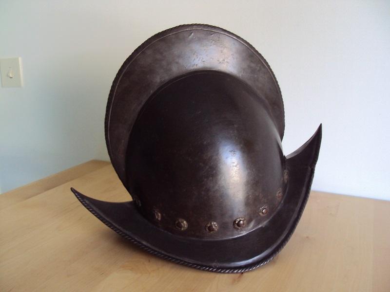 Un beau casque morion du XVI ème siècle Dsc03222