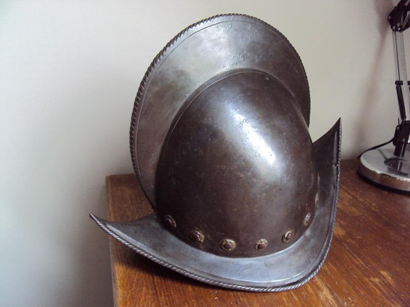 Un beau casque morion du XVI ème siècle Dsc03314