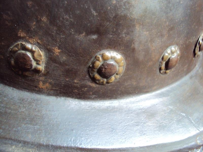 Un beau casque morion du XVI ème siècle Dsc03315