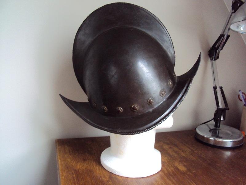 Un beau casque morion du XVI ème siècle Dsc03316