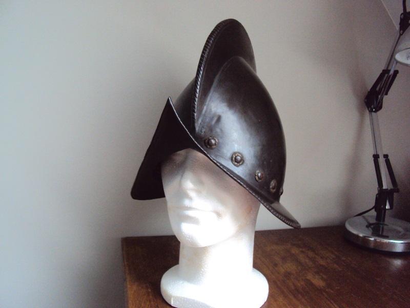 Un beau casque morion du XVI ème siècle Dsc03317