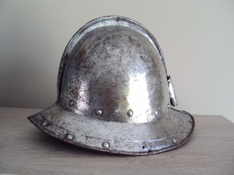 Casque d'infanterie XVII ème siècle Dsc03477