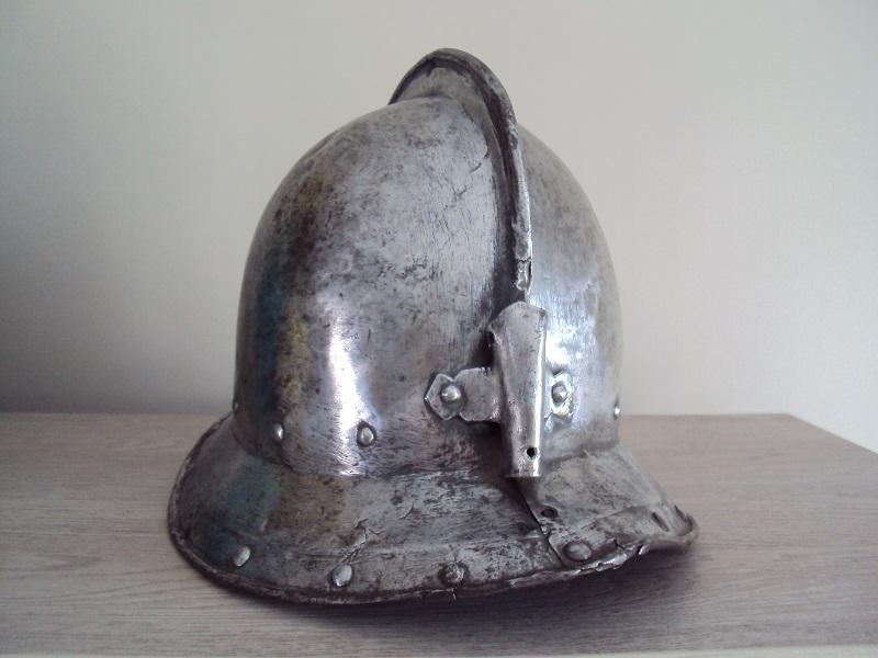 Casque d'infanterie XVII ème siècle Dsc03480