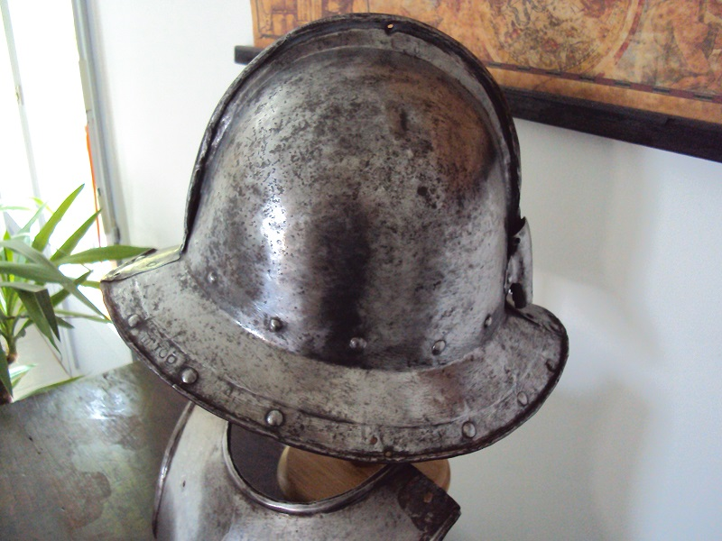 Casque d'infanterie XVII ème siècle Dsc03483