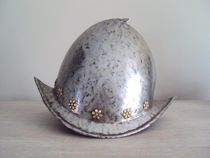 Un morion - cabasset du XVI ème siècle Dsc03625