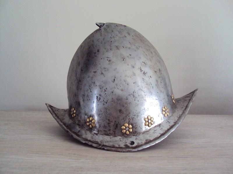 Un morion - cabasset du XVI ème siècle Dsc03628