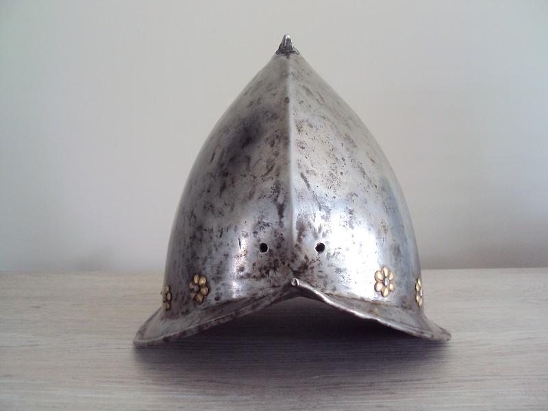 Un morion - cabasset du XVI ème siècle Dsc03631