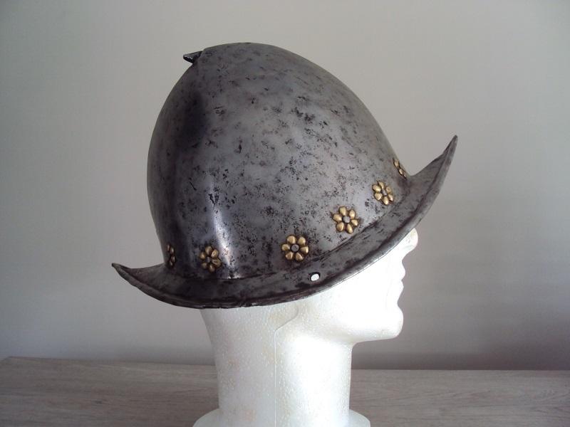 Un morion - cabasset du XVI ème siècle Dsc03633