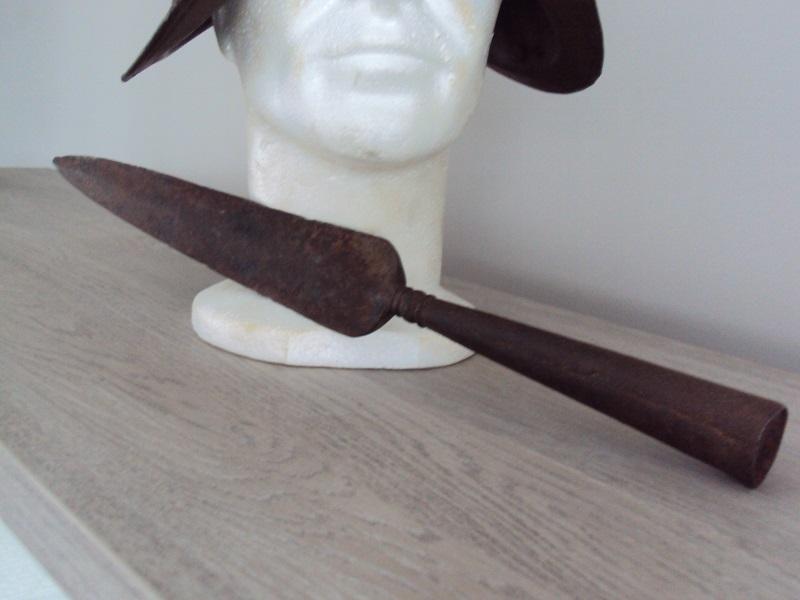 Morion, cuirasse, dague... XVII ème Dsc04024