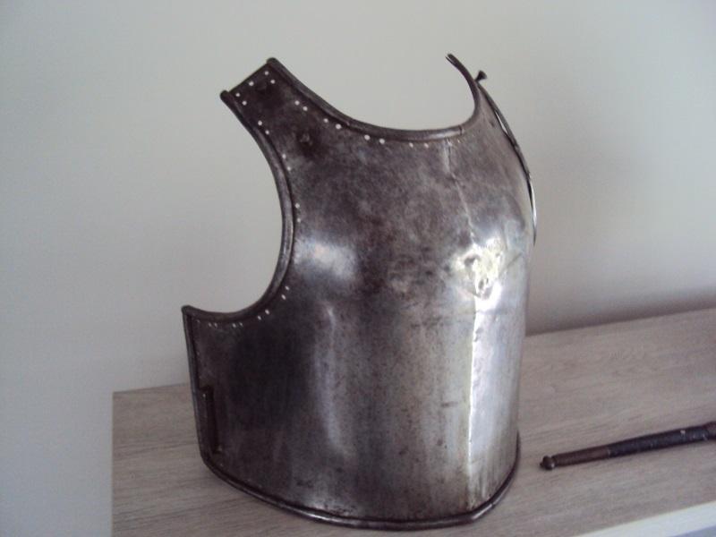 Morion, cuirasse, dague... XVII ème Dsc04031