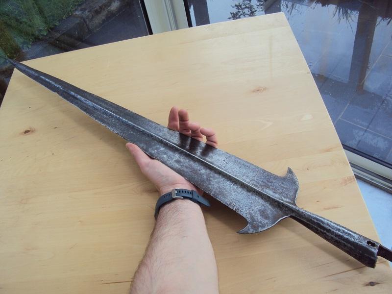Morion, cuirasse, dague... XVII ème Dsc04101