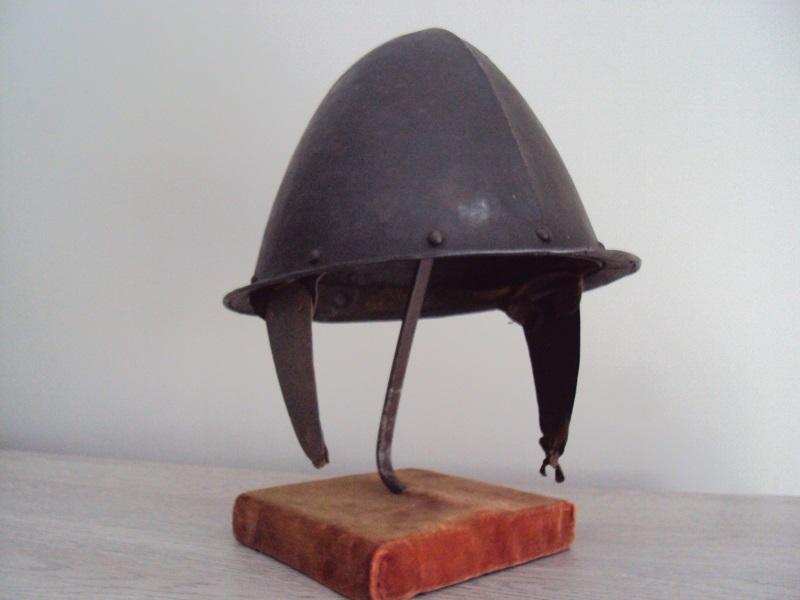 Casque: Cabasset à crête 17 ème siècle Dsc04551