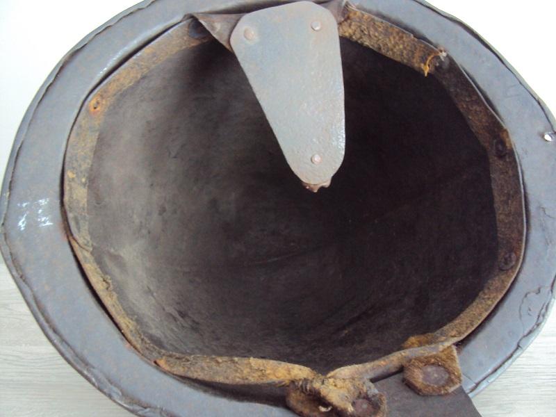 Casque: Cabasset à crête 17 ème siècle Dsc04669