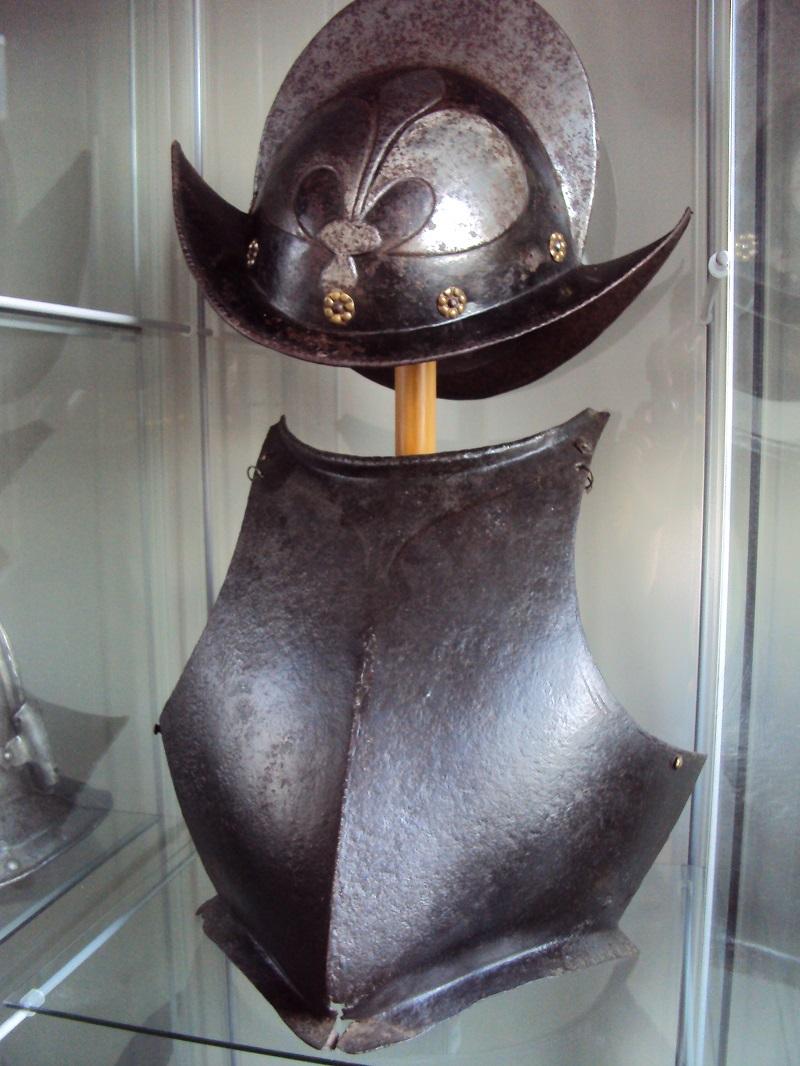 Plastron de cuirasse XVI ème siècle Dsc05123