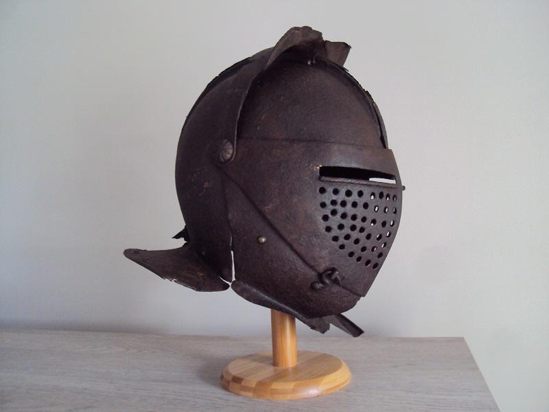 Casque: armet de munition vers 1600-1640 Dsc05331