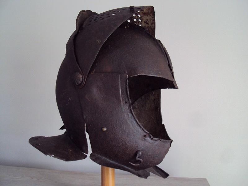 Casque: armet de munition vers 1600-1640 Dsc05333