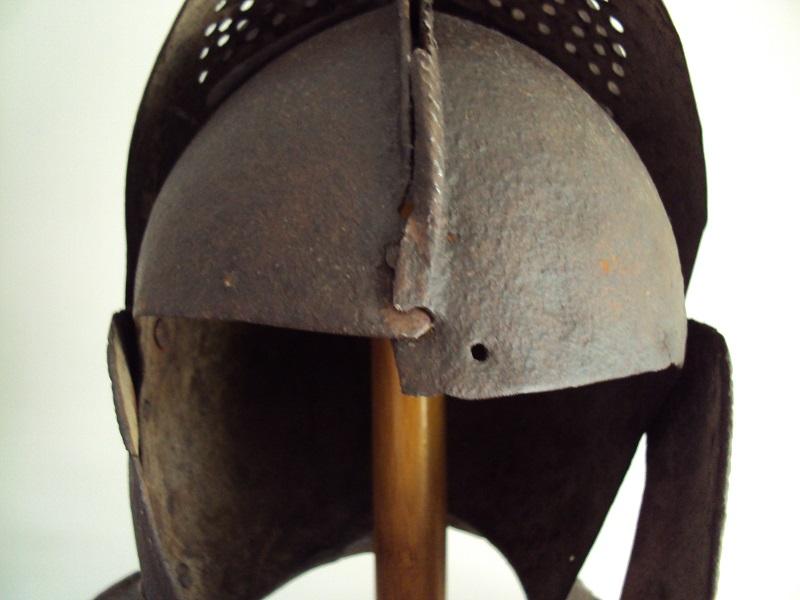 Casque: armet de munition vers 1600-1640 Dsc05335