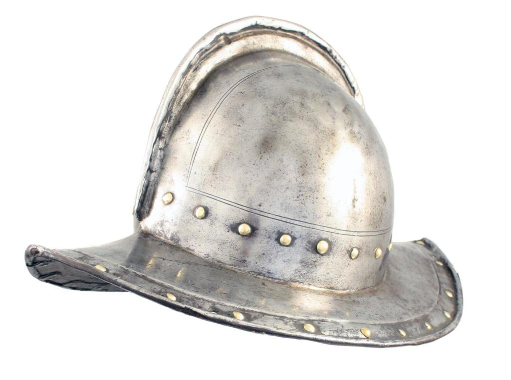 Un beau casque morion du XVI ème siècle Phpthu10