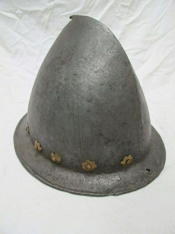 Casque : cabasset à ergot 16 ème siècle S-l16029
