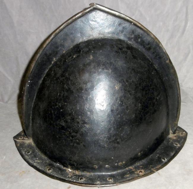 Casque: Cabasset à crête 17 ème siècle Schuet12