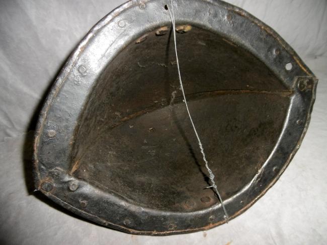 Casque: Cabasset à crête 17 ème siècle Schuet15