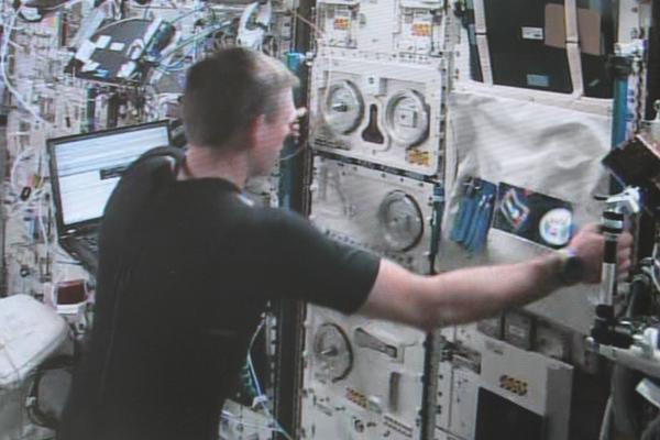 Télécommande d'un robot explorateur par un astronaute en orbite 123