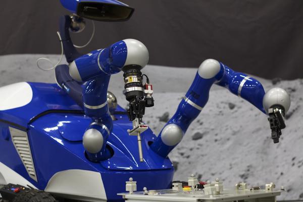 Télécommande d'un robot explorateur par un astronaute en orbite 124
