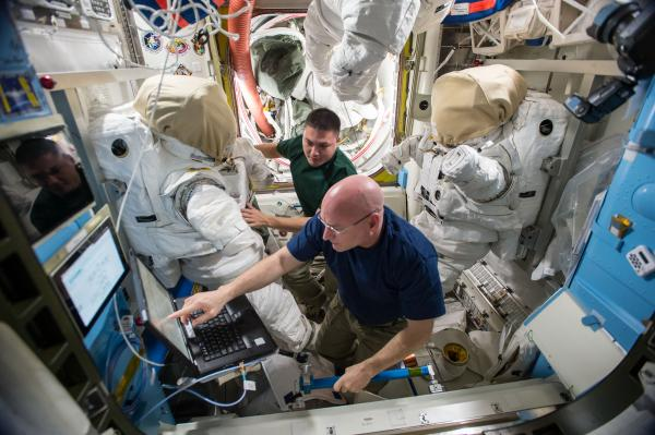 [ISS] EVA 32 et 33, les 28 octobre et 6 novembre 2015 1_210