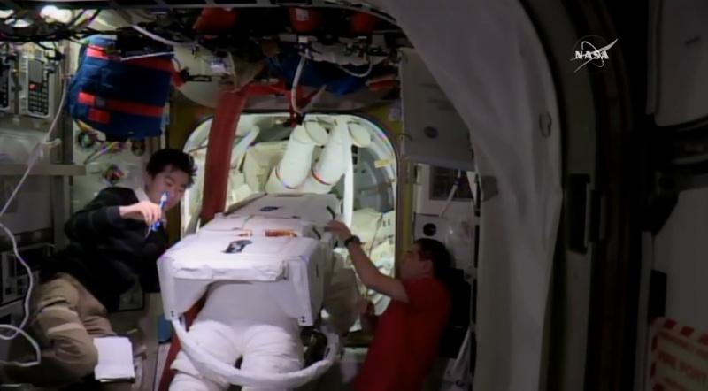 [ISS] EVA 32 et 33, les 28 octobre et 6 novembre 2015 Scree124