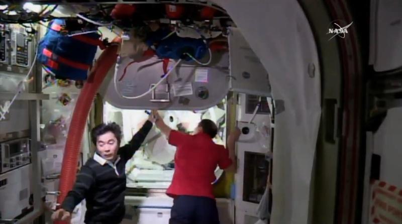 [ISS] EVA 32 et 33, les 28 octobre et 6 novembre 2015 Scree125