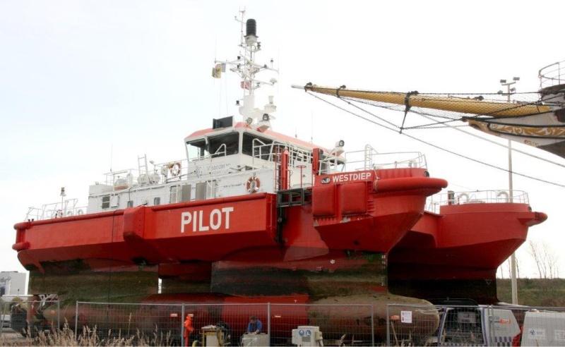 Bateau-Pilote Westdiep en cale sèche W510