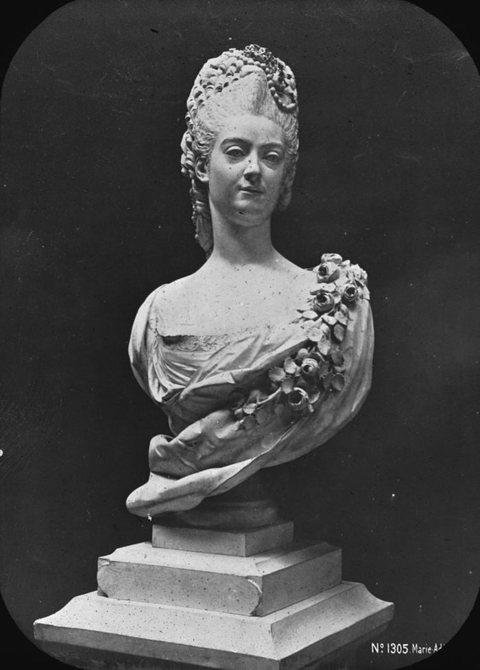 Buste de Mme Adélaïde, de Mme Clotilde, ou d'une inconnue (mais non pas de Marie-Antoinette) par Vavasseur ?  S03_0611