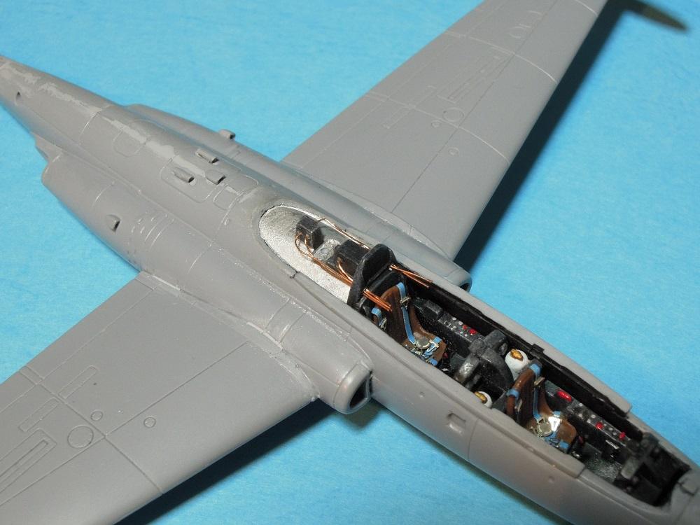 Fouga CM-175 Zéphyr-Spécial Hobby-1/72° (terminé) - Page 3 Dscn9425