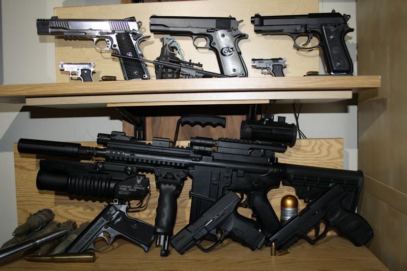 Mon humble collection - Page 4 Gun2010