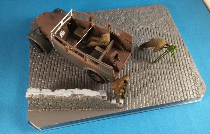 "La BBC en action - ""Humber staff car"" Accurate Armour + figurines Bronco et scratch - 1/35 Img_1610"