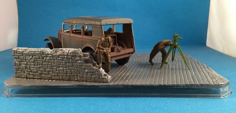 "La BBC en action - ""Humber staff car"" Accurate Armour + figurines Bronco et scratch - 1/35 Img_1612"