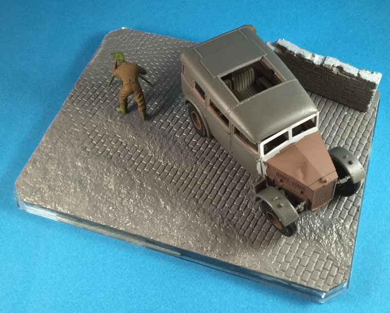 "La BBC en action - ""Humber staff car"" Accurate Armour + figurines Bronco et scratch - 1/35 Img_1614"