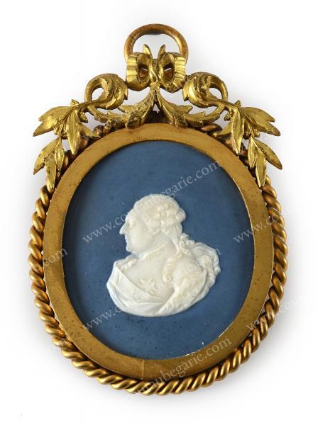 Vente de Souvenirs Historiques - aux enchères plusieurs reliques de la Reine Marie-Antoinette - Page 2 14468811