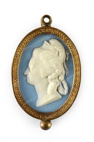 Vente de Souvenirs Historiques - aux enchères plusieurs reliques de la Reine Marie-Antoinette - Page 2 14468816
