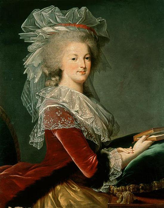 Portrait de la Reine au livre en robe rouge Atelie10