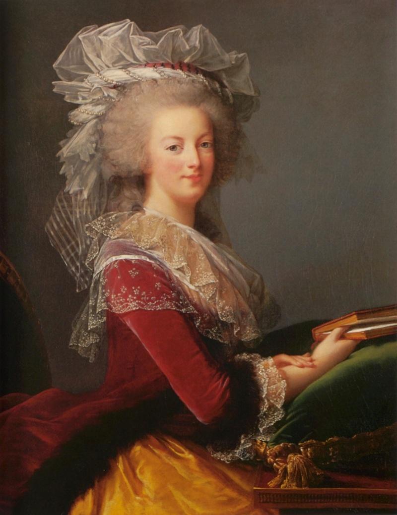 Portrait de la Reine au livre en robe rouge C389li10