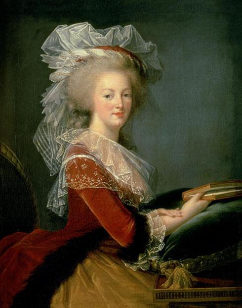 Portrait de la Reine au livre en robe rouge Marie-11