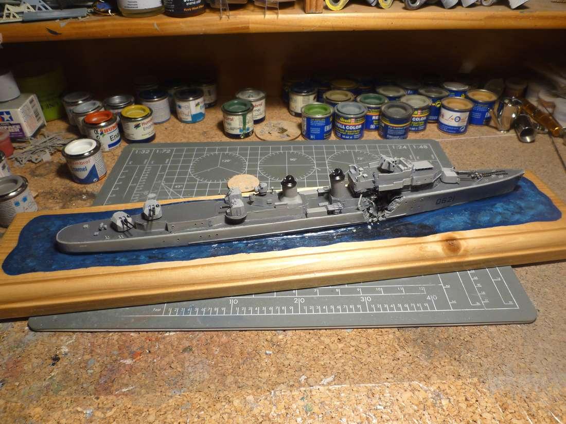 Escorteur d'escadre Surcouf  Heller 1/400 + L'ARSENAL  - Page 5 E_e_su29