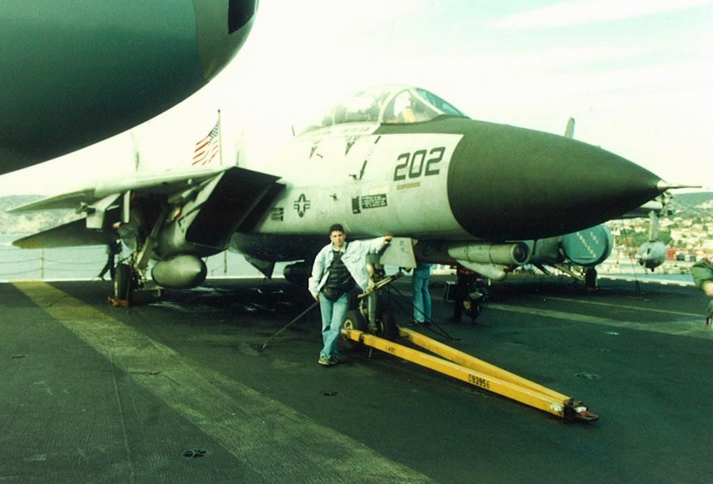 CVN 68 USS Nimitz Trumpeter 1/700  - Page 2 Forres10