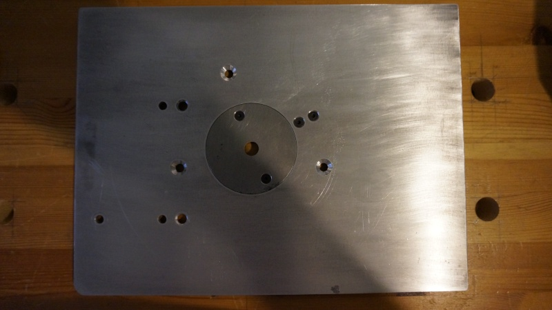 Une table légère avec peut être une défonceuse Dsc02411