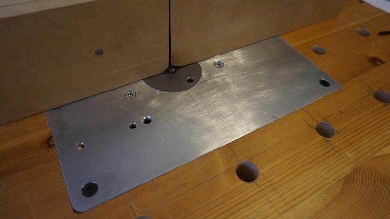Une table légère avec peut être une défonceuse Dsc02610