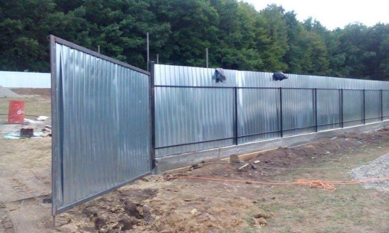 La construction du refuge a débuté - Page 2 11998310