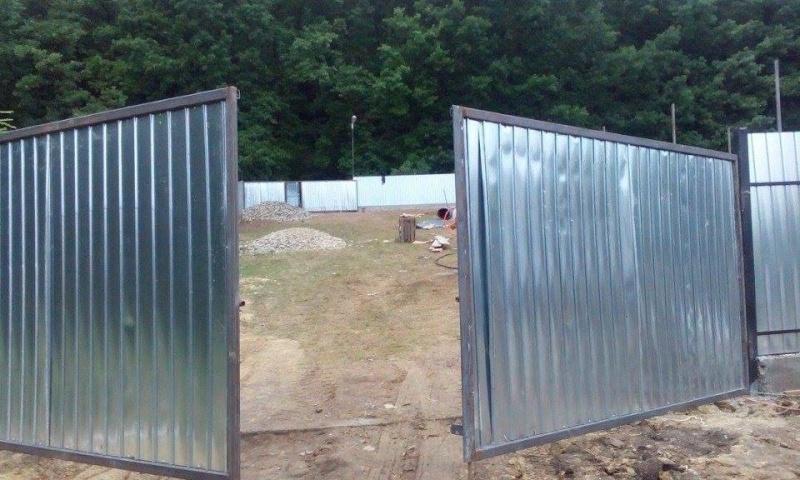 La construction du refuge a débuté - Page 2 12016610